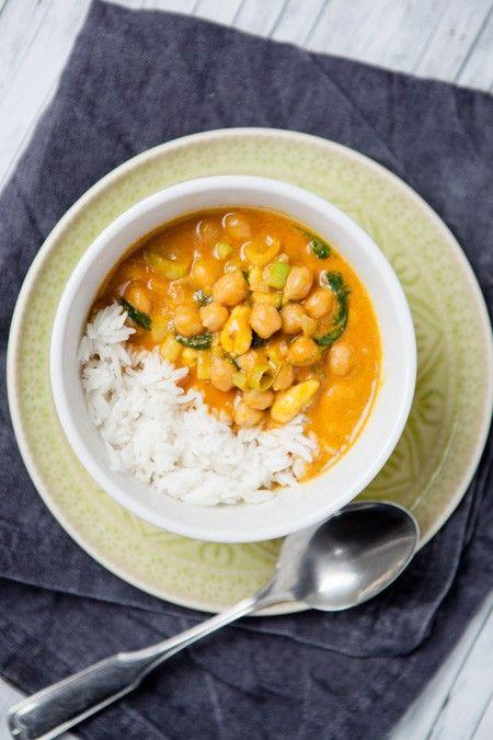 Gelbes Kichererbsen-Curry mit Cashewkernen und Spinat - ein gelber Hauptgang mit Bionade {Reklame} - Kuechenchaotin