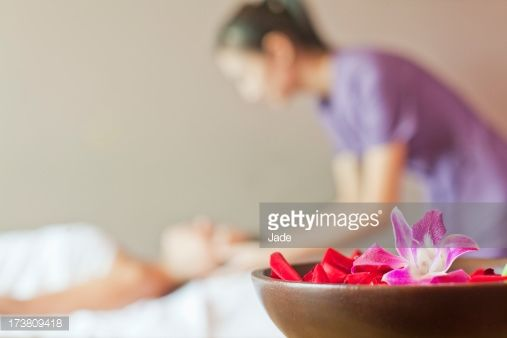 Stock Photo : Bowl of colorful flowers in spa