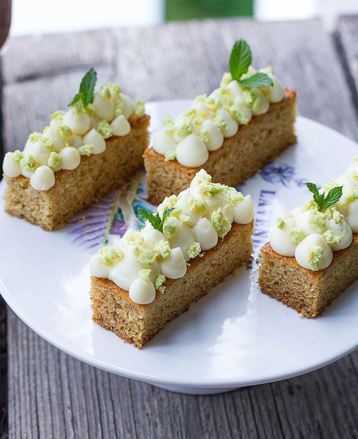 Tortine al miele con crema al limone e crumble all'avocadohttp://ilpandizenzero.it/tortine-al-miele-con-crema-al-limone-e-crumble-allavocado/
