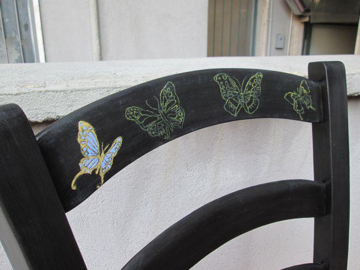 sedia ebano con mensola e decorazioni a farfalla
