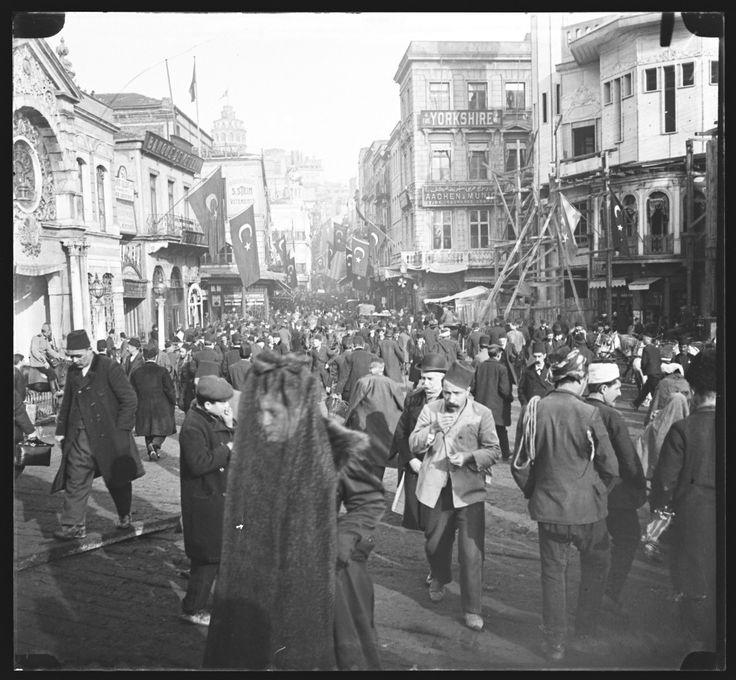 Karaköy / 1900 civarları  Pierre de Gigord Collection http://ift.tt/2BVAcMT