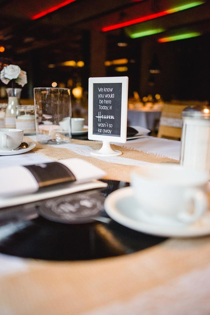 Bis ins kleinste Detail haben Katrin und Stefan ihre Hochzeit im Rockabilly und Vintage Stil geplant und liebevoll vorbereitet.