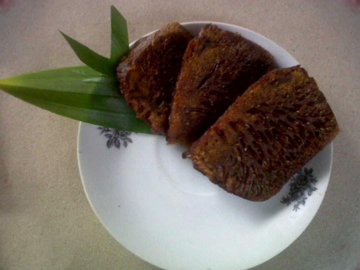 Kue Sarang Semut (Anthill cake) - Caramel Cake.