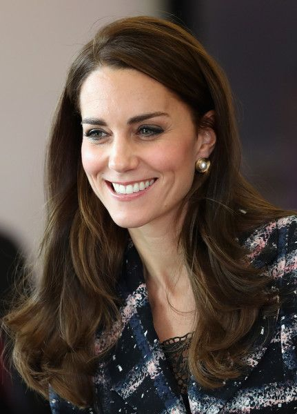 Kate Middleton Photos Photos - Catherine, Duchess of Cambridge visits the National Graphene Institute at the University of Manchester during her visit to Manchester on October 14, 2016 in Manchester, England. - The Duke & Duchess of Cambridge Visit Manchester