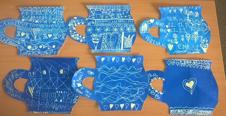 Hrnečky tvořené z modrého inkoustu a zmizíku