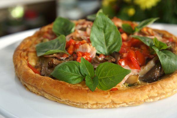 |Ποικιλία από μπρουσκέτες|Πίτσα σφολιάτας με μανιτάρια πλεβρότους, μπέικον και πέστο πράσινης ελιάς|Κοτόπουλο Τίκα Μασάλα
