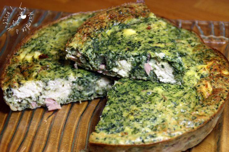 Voilà une recette Weight Watchers qui est définitivement adoptée à la maison : la quiche sans pâte ! Elle est bonne, elle fait un bon plat complet, et on peut jouer avec en modifiant ses ingrédients assez facilement ! Voici une de mes versions préférées...