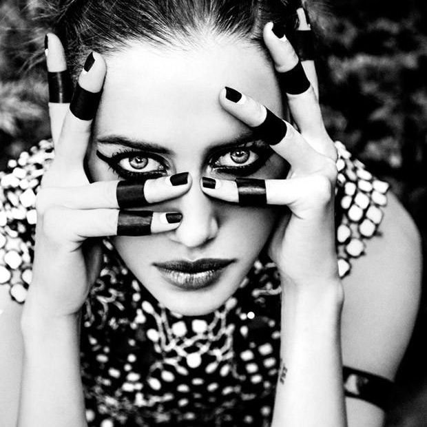 Avant garde black knuckle rings nico poturalski by fashion photographer ellen von unwerth for augustin teboul spring summer black and white bw