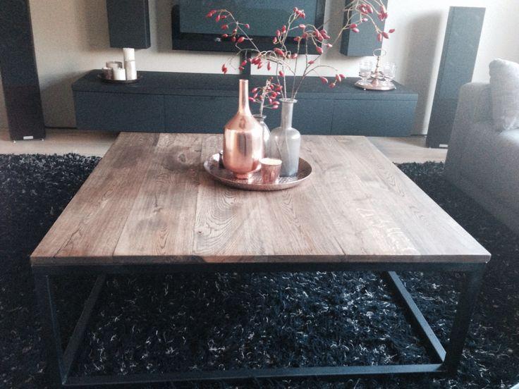 Industriële eiken salontafel met stalen frame. Www.marktplaats.nl