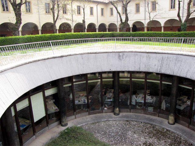 "Emeroteca   da Biblioteca ""Arturo Frinzi"""