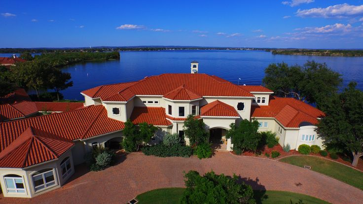 #waterfrontwednesday is this stunning estate on Lake LBJ. Listed by Tammie Bennett http://goo.gl/pd92Bm