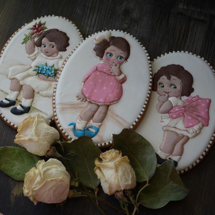 Такие разные, кокетливые и серьезные...такие как мы все #девочкитакиедевочки #козули #имбирноепеченье #имбирныепряники #печенье #пряники #детскийпраздник #свадьба #счастье #сладкийстол #cookies #royalicing #пряникивмоскве #козуливмоскве #необычныйподарок #handmade #cookiedecorating #cookieart #decoratedcookies #candybar #королевскаяглазурь #ручнаяработа #топпер #топпернаторт #эксклюзивныйподарок #подароксвоимируками #сладкийподарок #деньсвятоговалентина