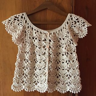 pattern coming soon. Worked flat, 3dc at start and ends for button edging Starting chains 131, starting fans 14, increasing 4 fans per round of pattern repeat raglan-style 12 fans for the body, 5 ...