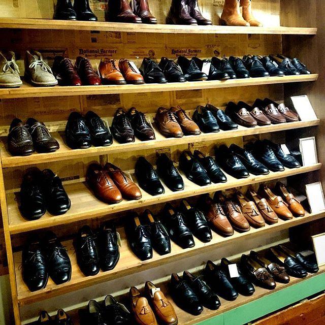 2016/12/22 18:32:48 plywood.circus.okayama 成人式用に革靴探されてる方も多いので、思いきって安くしてます😁🎶 成人式じゃない方も良かったら見に来てやってください😄 早い者勝ちですよー🏃💨💨 #革靴#靴#レザーシューズ#シューズ#足元倶楽部#セール#安い#破格#成人式#成人#冠婚葬祭#スーツ#スラックス#トラッド#アイビー#フォーマル#古着屋#プライウッドサーカス#plywoodcircus#オールデン#グッチ#プラダ#ブランド#ローファー#ウイングチップ#コードバン#チャーチ