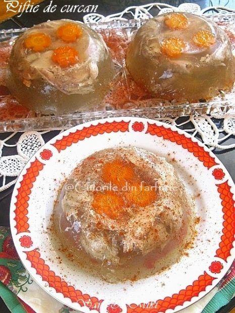 Piftia sau raciturile sunt un aperitiv servit mai ales pe masa de Craciun sau de Revelion. Cea mai cunoscuta si traditionala este Piftia de porc, dar si Piftia de curcan (sau pui) este la fe…