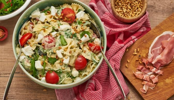 """Kurz, schnell und einfach. Das Rezept von MAGGI für den Nudelsalat """"Rucola"""" gelingt einfach immer und schmeckt sehr aromatisch."""