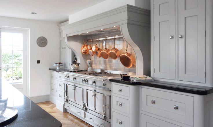 Vi ska byta ut vårt gamla kök och är i full färd med att söka efter snygga luckor, lyxiga bänkskivor och smarta, funktionella lösningar för diskmaskin,