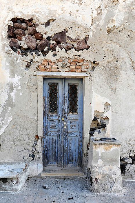 Loved all the painted doors on this beautiful island. Santorini, Greece//