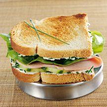 Croque mademoiselle     25 g Fromage frais à 0%, (type demi-sel)     25 g Jambon blanc, (1/2 tranche)       1 cc Ciboulette, (ciselée)       1 pièce(s) Concombre, (6 rondelles)       1 pièce(s) Salade, (1 feuille de laitue)     2 tranche(s) (petit) Pain de mie, (40 g)    Instructions 1.Toaster les tranches de pain de mie 1 minute, au grille-pain.  2.Étaler le fromage frais sur les tranches de pain de mie toastées. Saupoudrer de ciboulette.  3.Garnir l'une des deux tranches avec les rondelles…