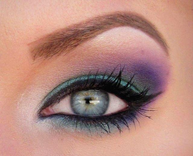 richtig schminken - blaue Augen lila Lidschatten