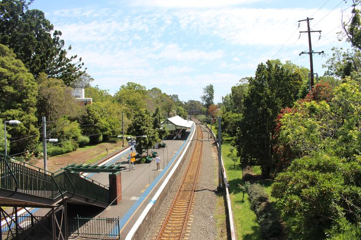 L1M1AP1 - Landscape - Wahroonga Station - ISO 100 - Speed 1/200 - Ap 8.0 - Full Auto - Hand Held
