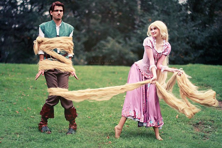 One of the best shots of a Tangled cosplay I've ever seen :) ( I will do this for a family photo.I will dress my daughter as the chameleon,and get a dog and dress him up as the horse!it will be the most awesome picture ever!!)
