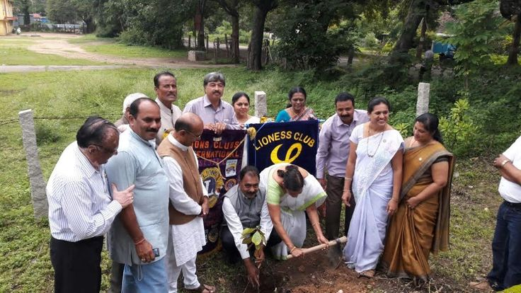 Bhadravathi #LionsClub (India) planted trees at a school