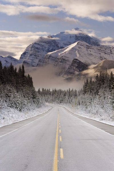 The Icefields Parkway between Banff & Jasper in Banff-Jasper National Parks, Rocky Mountains, Canada. Photo: Gavin Hellier