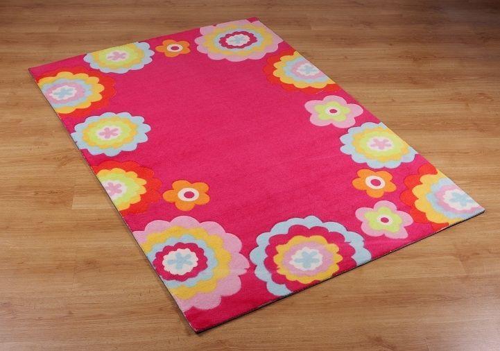Oryginalny dywan w kolorze różowym w kwiatuszki