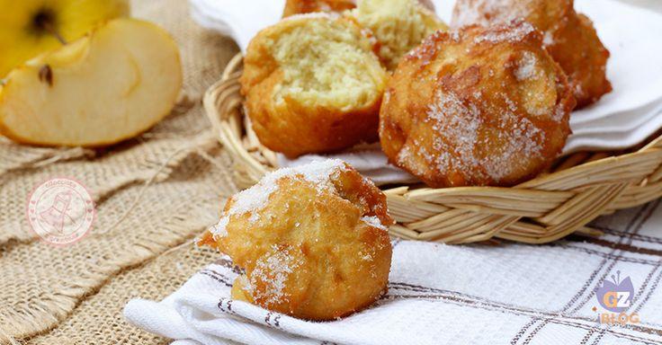 Le frittelle ricotta e mele soffici, veloci da preparare, golose e semplicissime con tanto zucchero sopra come quelle delle fiere.