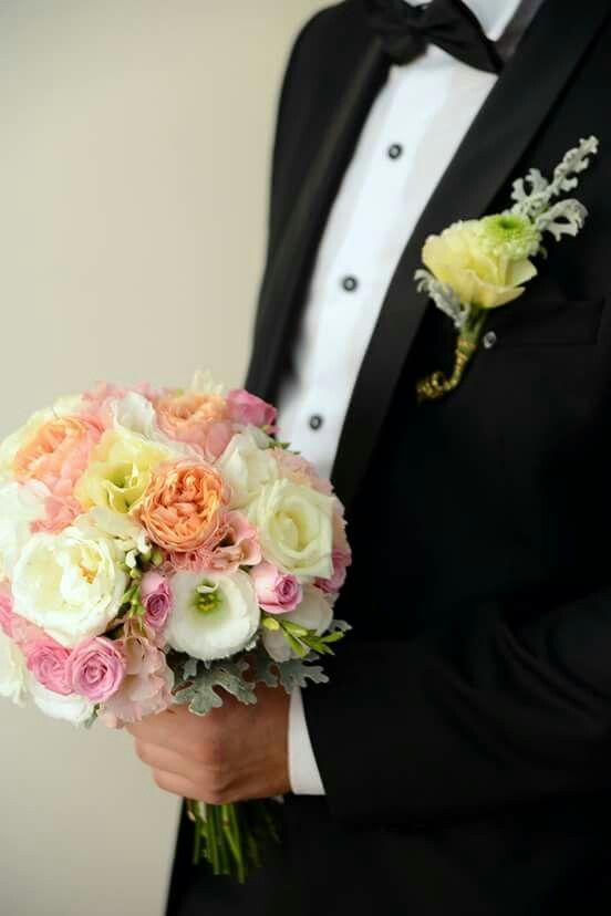 Realizam buchete de mireasa din flori naturale special pentru tine,buchetul de mireasa este accesoriul nelipsit care îți va crea bună dispoziție pe parcursul zilei, #bouquet, #wedding, #flower, #nunta