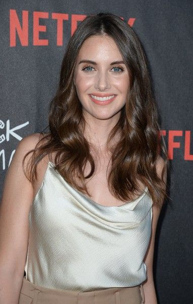 Alison Brie Long Wavy Cut - Alison Brie sported glamorous center-parted waves at the special screening of 'BoJack Horseman.'
