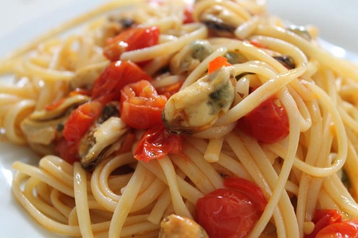Linguine Mussels and cherry tomatoes  Linguine Cozze e pomodorini  www.masseriasaittole.it