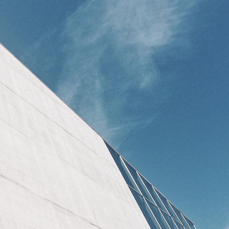 Casa da musica. 🎶 #casadamusica #casadamusicaporto #porto #portugal #holidays #bluesky #summer #summerholidays #travel #trip #architecture…
