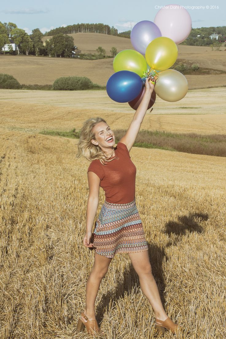 Fall is back, so am i, after a couple of years break from portrait shooting, and i had the honor to team up with this gorgeous model, the symbol of Norwegian beauty #fashion #photography #beauty #portait #sun #autumn #warm #indiansummer #ballons #shoot #model #modelling #instagood #instabeauty #smile #happy #fields #christerdahl #gr8pics #cineviewmedia #setlife #vlog #visitnorway #mittnorge