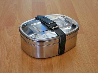 Brotdose+Edelstahl+1,7l+mit+2+Etagen+und+Ledergurt,+optimal+geeignet+für+den+Transport+der+Brotzeit,+jezt+online+bestellen