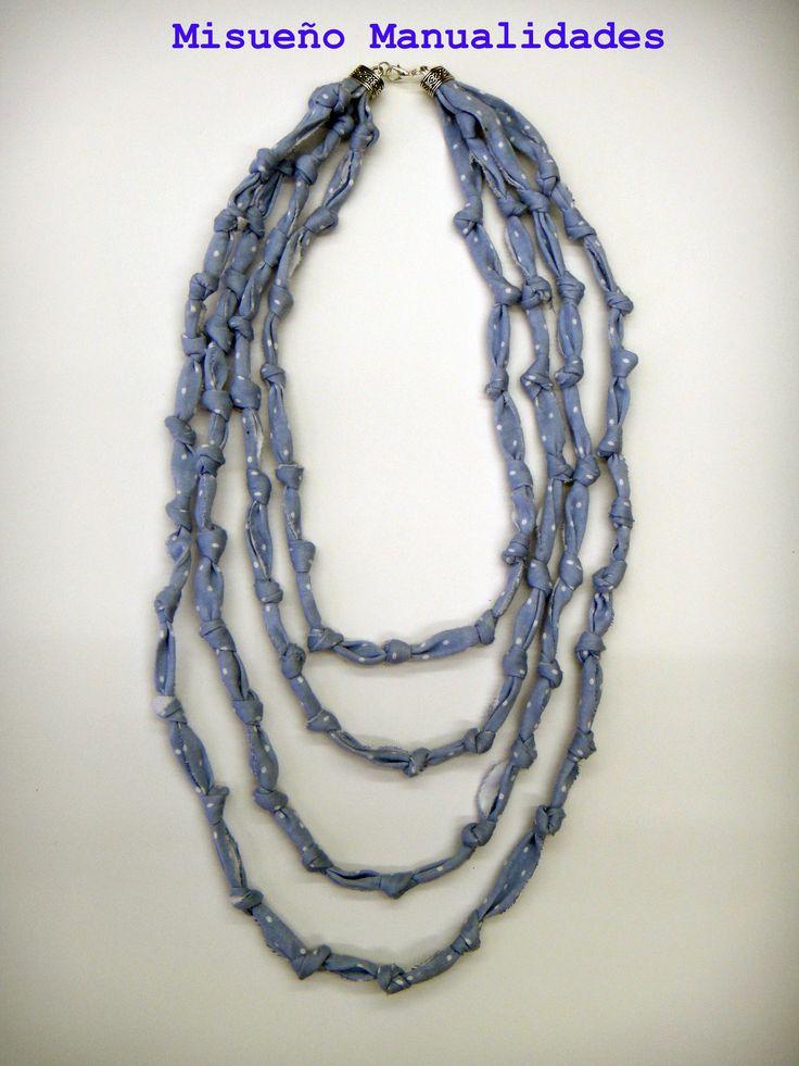 Collar largo de trapillo azul claro con topitos blancos.  www.misuenyo.com / www.misuenyo.es