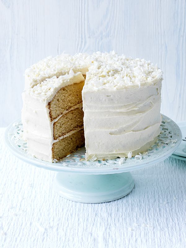 Easiest ever white chocolate fudge cake. Liked our easiest ever chocolate fudge cake? Then you really, really have to try the white chocolate version. Our white chocolate fudge cake is covered with American-style whipped frosting, which is lighter than a ganache or butter cream. It looks fantastic and is guaranteed to be a crowd-pleaser.