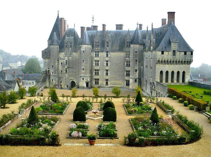 Château de Langeais, Indre-et-Loire, France (1465).