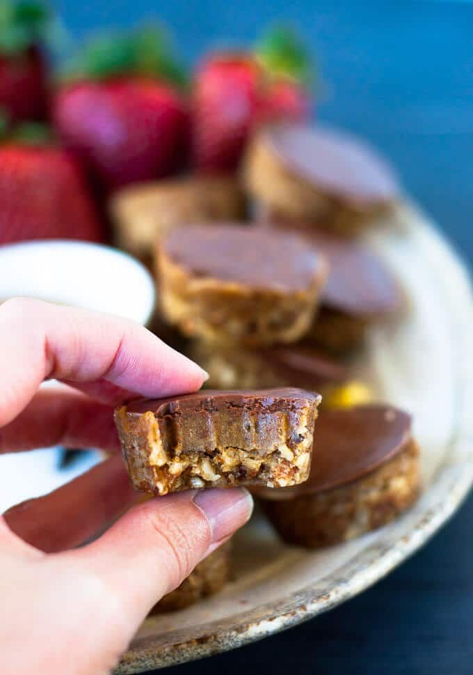 Raw, no bake sugar free caramel slice bites with a nutty base, smooth and creamy caramel centre and silky chocolate on top. Healthy Dessert under 200 cals.