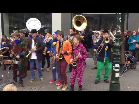 Pulp Fiction soundtrack, cover by Les Boules de Feu - Busking in the streets of Dusseldorf, Germany - http://streetiam.com/pulp-fiction-soundtrack-cover-by-les-boules-de-feu-busking-in-the-streets-of-dusseldorf-germany/