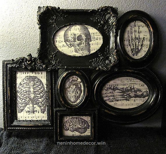 Wonderful This frames collage is perfect to decorate any spooky wall in your home. The frame looks worn and has different sizes and shapes all  The post  This frames collage is perfect to decorat ..