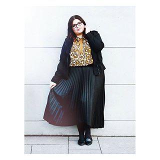 Guten morgen liebe Leut! ☉  Auf www.conquore.com findet ihr aktuell meinen Beitrag zu den Plus Size Trends 2017 und welche ich davon toll oder auch nicht finde.  Für mich geht es gleich zur Wimpernwelle - hattet ihr die auch schon mal? Interessiert Euch das Thema?  #elabonbonella #allbodiesaregoodbodies #styleandcurve #andigetdressed #ootdplus #ootd #fashionblogger #curvenbold #ffp #plussizegirls #plussizeshopping #goldencurves #plus_isamust #streetfashion #fashionforwardplus #curvynista…