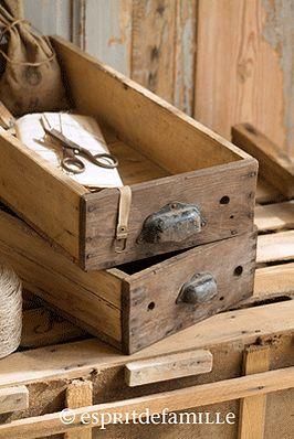 © Esprit de Famille I brocante en ligne I déco vintage industrielle  www.espritdefamille.co  Casier bois €24.90, brocante, objets déco brocante, déco vintage industrielle, Europe shipping