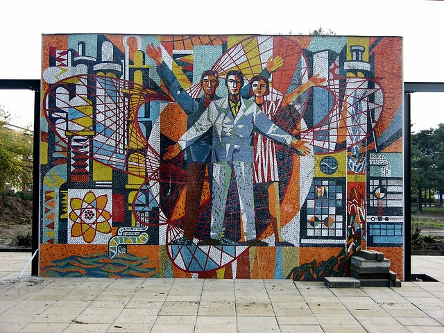 ..and the other side of the Berlin space mural. Glory to science and industrialization! Another planet, long gone...