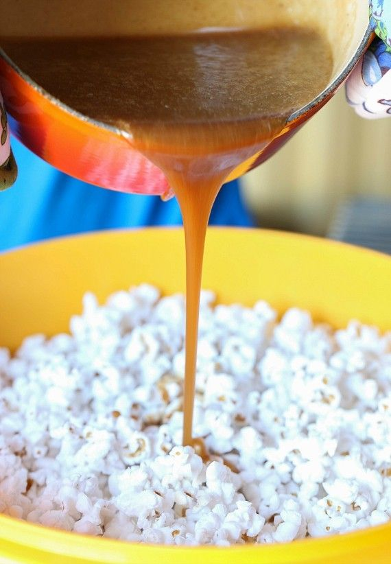 This Pumpkin Pie Spice Caramel Corn is crazy addictive... crunchy, sweet and seasoned with the perfect amount of Pumpkin Pie Spice and salt. Your fall snack for sure!
