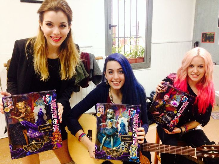 Sweet California con sus respectivas muñecas Monster High (para quien no lo sepa, Rocío, Sonia & Alba van a ser la imagen de la nueva campaña Monter High en Europa)