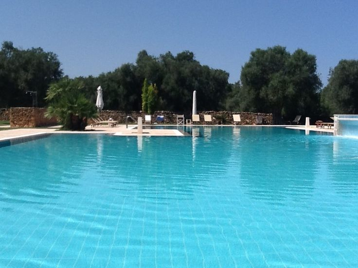 Specchio di Cielo The pool of Tenuta Monacelli & Masseria Giampaolo
