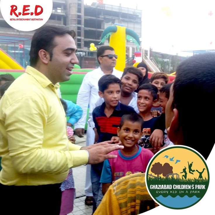 Magic show at #GhaziabadChildrenPark: The Magician wow the audiences and amaze children with his exclusive shows! Learn the great secrets of this show in the images!