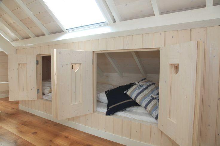 Lage lange bedstee met dubbele set deuren. Ook zo'n bedstee kan muramura.nl voor je maken!